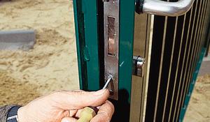KROK XV - Zakładanie klamek i zamków